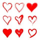 Sistema rojo dibujado mano del estilo del Grunge de los corazones Ilustración del Vector