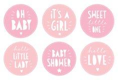 Sistema rosado lindo de la etiqueta engomada del vector de la fiesta de bienvenida al bebé Él ` s un partido de la muchacha libre illustration