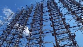 Sistema soviético enorme del arsenal del radar de Duga de la guerra fría almacen de video