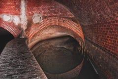 Sistema subterráneo debajo de la ciudad fotos de archivo