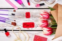 Sistema y tulipanes de la belleza Fotos de archivo libres de regalías