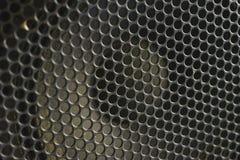 Sistemas acústicos modernos Reja del metal en la dinámica sana Foto de archivo