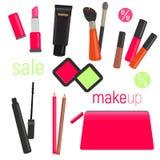 Sistemas de cosméticos en fondo aislado Bolso cosmético con las herramientas para el maquillaje profesional: lápiz labial, rimel, Imagen de archivo