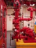Sistemas de la regadera y de la columna de alimentación de la bomba de fuego Imagenes de archivo