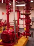 Sistemas de la regadera y de la columna de alimentación de la bomba de fuego Fotografía de archivo libre de regalías