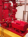 Sistemas de la regadera y de la columna de alimentación de la bomba de fuego Imágenes de archivo libres de regalías