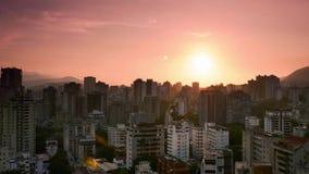 Sistemas de The Sun sobre el lado oeste de Caracas almacen de video