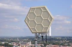 Sistemas de Wifi en un mástil de acero Fotos de archivo libres de regalías