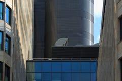 Sistemas del aire acondicionado y de ventilación en un tejado Fotografía de archivo
