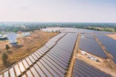 Sistemas fotovoltaicos de los paneles solares Fotografía de archivo