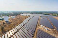 Sistemas fotovoltaicos dos painéis solares Imagens de Stock Royalty Free