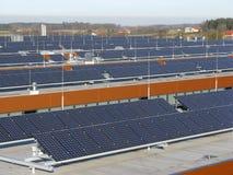 Sistemas fotovoltaicos en las azoteas Betiebs Foto de archivo