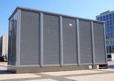 Sistemas industriais do condicionamento de ar e de ventilação Sistema de ventilação de fábrica ATAC como o condicionamento de ar  Fotos de Stock