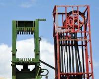 Sistemas verdes y rojos de la elevación del metal Imagen de archivo libre de regalías