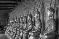 Sistemi della statua di Buddha in bianco e nero immagini stock