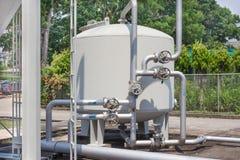 Sistemi di filtrazione dell'acqua in impianti industriali immagine stock libera da diritti