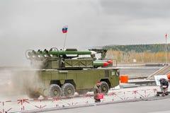 Sistemi di missile terra-aria Buk-M1-2 in fumo Immagini Stock