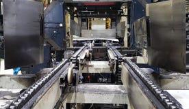 Sistemi di trasportatore del roler e della catena fotografia stock
