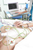 Sistemi diagnostici di un paziente in un reparto di ospedale. Fotografia Stock