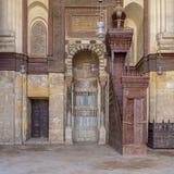 Sistemi il mihrab ed il quadro di comando Minbar della moschea di Sultan Qalawun, vecchio Il Cairo, Egitto immagine stock
