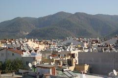Sistemi solari del riscaldamento dell'acqua sui tetti della città di Marmaris Immagini Stock Libere da Diritti