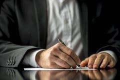Sisten skallr och testamentdokumentet Arkivbild
