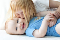 Sister kissing her baby brother Royalty Free Stock Photography