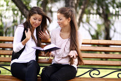 Sister Readink Book Royalty Free Stock Images