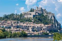 Sisteron is een commune in de afdeling van Alpes-De-Haute-Provence stock fotografie
