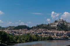 Sisteron is een commune in de afdeling van Alpes-De-Haute-Provence stock afbeeldingen