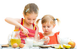 Sisters cooking Royalty Free Stock Photography