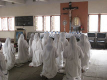 Sisters of Mother Teresa's Missionaries of Charity in prayer Royalty Free Stock Images