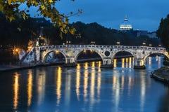 Sisto Bridge i Rome vid natt, Italien Royaltyfri Fotografi