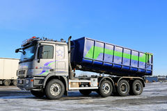 Sisu Polaire V8 Tipper Truck royalty-vrije stock afbeeldingen