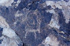 Site antique avec les pétroglyphes historiques au Kirghizistan images stock