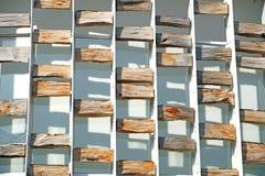 Site en construction de Chambre urbaine avec des beaucoup matériel et équipement, bois, bloc en pierre, pin, bois de construction Photo stock