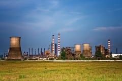 Site industriel - horizontal de raffinerie de pétrole photographie stock libre de droits