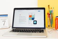 Site Web d'ordinateurs Apple présentant la santé APP sur l'iPhone Images libres de droits