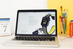 Site Web d'ordinateurs Apple présentant GPS intégré Images stock
