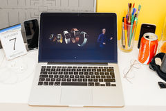 Site Web d'ordinateurs Apple présentant la gamme complète de la montre de pomme, Photos libres de droits