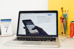 Site Web d'ordinateurs Apple présentant le contact 3d Photographie stock libre de droits