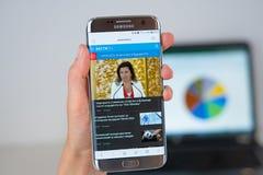 Site Web de société de nouvelles de Vesti sur l'écran de téléphone photographie stock