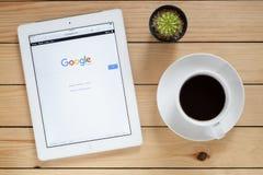 Site Web ouvert d'IPad 4 Google photos stock
