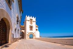 SITGES, CATALUNYA, SPANJE - JUNI 20, 2017: De bouw van het museum Marisel de Mar Exemplaarruimte voor tekst Stock Fotografie