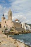 Sitges, chiesa e palazzo Fotografia Stock Libera da Diritti