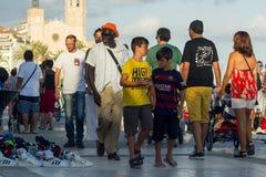 Sitges, Hiszpania - 21 2016 Sierpień: Afrykanina bubla podrobienia towary Obraz Stock