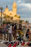 Sitges, Hiszpania - 21 2016 Sierpień: Afrykanina bubla podrobienia towary Zdjęcie Stock