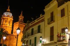 Sitges Spanien - Juni 10: Upplysta arkitektoniska byggnader på Royaltyfri Bild