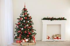 Sitio adornado para los regalos del árbol del Año Nuevo de los días de fiesta de la Navidad Fotografía de archivo