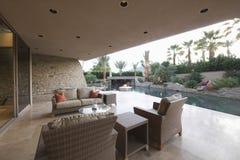 Sitio al aire libre del hogar moderno imagen de archivo